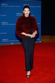 Linda Evangelista glammed it up in a red fur jacket during the White House Correspondents' Association Dinner.