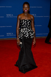 Lupita Nyong'o's flower-embellished satin clutch went wonderfully with her gown.