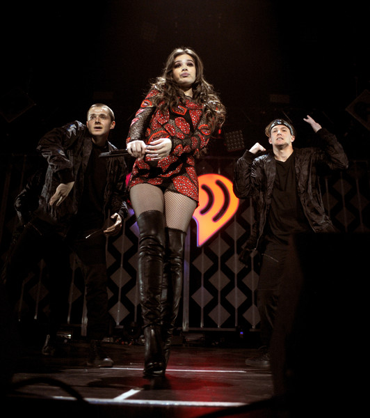 More Pics of Hailee Steinfeld Print Dress (1 of 55) - Hailee Steinfeld Lookbook - StyleBistro [jingle ball 2016,show,performance,stage,performing arts,musical,fashion,heater,event,performance art,darkness,musical theatre,hailee steinfeld,minnesota,st paul,xcel energy center,kdwb,capital one]
