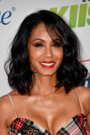 Jada Pinkett Smith sported a cute curly lob when she attended 102.7 KIIS FM's Jingle Ball 2017.