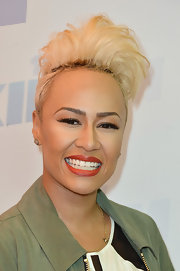 To give her look a more glamorous touch, Emeli Sande chose a red lipstick with just a hint of an orange undertone for her red carpet beauty look.