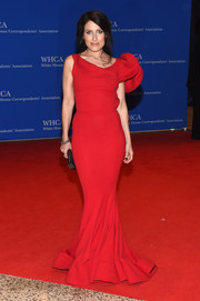 Lisa Edelstein turned heads in this asymmetrical red mermaid gown during the White House Correspondents' Association Dinner.
