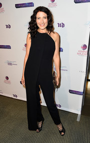 Lisa Edelstein punctuated her look with strappy black peep-toe pumps.