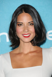 Olivia Munn looked summer fresh in a white frock for the InStyle bash. She finished off the look with vibrant red lips and a layered bob.