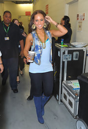 Alicia walked backstage at the Latin Grammy Awards in an awesome pair of blue suede boots.