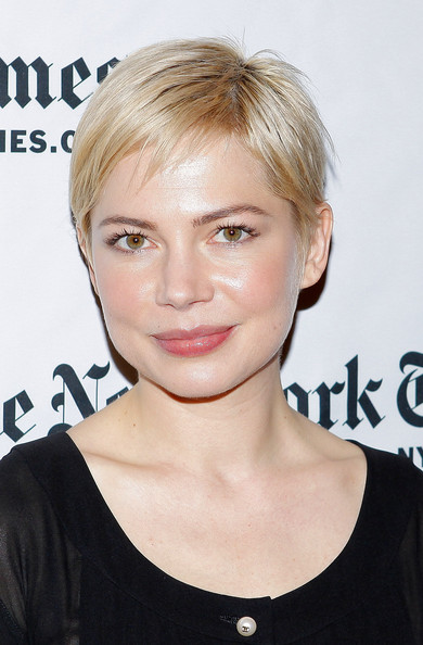 More Pics of Michelle Williams Short Straight Cut (1 of 10) - Short Hairstyles Lookbook - StyleBistro