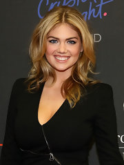 Kate Upton looked fabulous at the Style Awards with her shoulder-length wavy 'do.