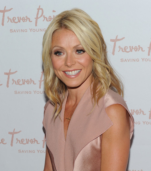 More Pics of Kelly Ripa Medium Curls (4 of 13) - Kelly Ripa Lookbook - StyleBistro