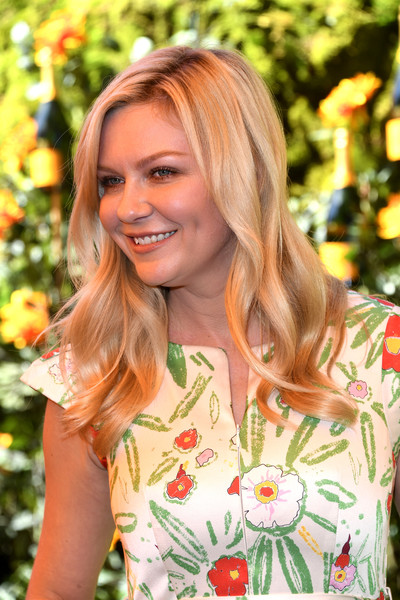 More Pics of Kirsten Dunst Long Wavy Cut (5 of 9) - Long Hairstyles Lookbook - StyleBistro [hair,blond,hairstyle,beauty,lady,yellow,orange,fashion,botany,long hair,arrivals,kirsten dunst,los angeles,pacific palisades,california,will rogers state historic park,veuve clicquot polo classic]