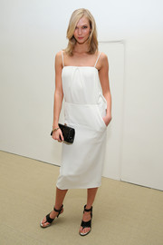 Karlie Kloss topped off her ensemble with a stylish black croc-embossed clutch.