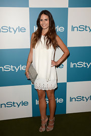 Dallas' Jordana Brewster went for a no-fail all-white look in an eyelet-adorned shift dress. The ombre trend is still going strong, as the actress wore her lightened tresses in long beachy waves.