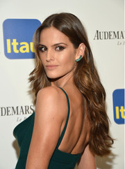 Izabel Goulart looked gorgeous at the Brazil Foundation NYC Gala wearing her long hair in gentle waves.