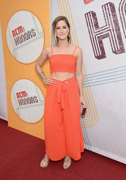 Strappy nude heels rounded out Cassadee Pope's ensemble.