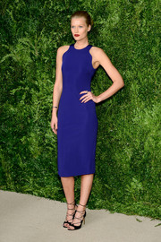 Toni Garrn was sleek and sophisticated in a figure-skimming, open-back cobalt dress by Cushnie et Ochs at the CFDA/Vogue Fashion Fund Awards.