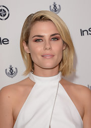 Rachael kept her look simple and minimal with a side-parted bob.