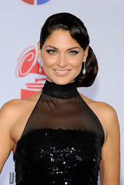 Bianca Soto looked like a vintage beauty with this side twist bun. Not a hair out of place!