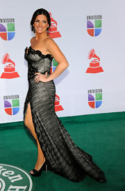 Barbara Bermudo wore a strapless black gown with a hip-high slit for the Latin Grammy Awards.