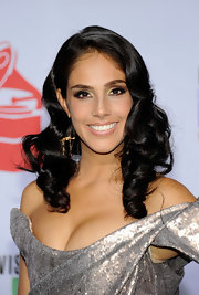 Sandra styled her glossy locks into full bouncy curls for the 12th Annual Latin Grammy Awards in Las Vegas.