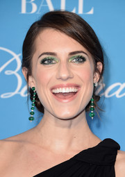 Allison Williams swiped on some green eyeshadow for a vibrant beauty look.