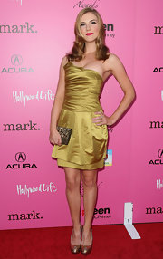 The actress looked elegant in a gold satin evening dress and a pair of metallic, peep-toed, platform pumps.