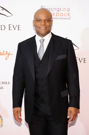 Warren Moon looked snazzy at the Kentucky Derby Unbridled Event Gala in an ultra-elegant black tuxedo.