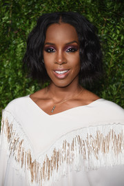 Kelly Rowland highlighted her peepers with a bold application of purple eyeshadow.