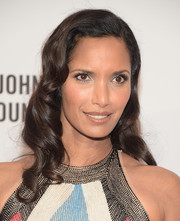Padma Lakshmi brought an Old Hollywood vibe to the Enduring Vision benefit with this vintage-style wavy 'do.