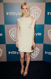 Alice Eve topped off her neutral shift dress with metallic platform sandals.
