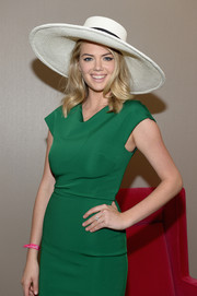 Kate Upton looked cute wearing this wide-brimmed hat at the Kentucky Derby.