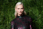 Karlie Kloss sported a gently wavy platinum-blonde 'do at the CFDA/Vogue Fashion Fund Awards.
