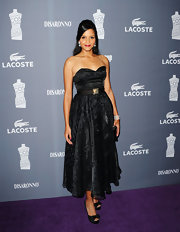 Sydney Poitier wore this elegant strapless black dress to the Costume Designers Guild Awards.
