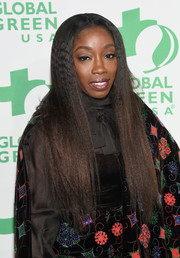 Estelle framed her face with this long straight 'do for the Global Green pre-Oscar party.