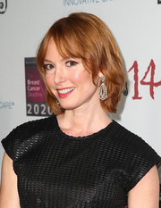 Alicia Witt sported a casual bob at the Les Girls event.