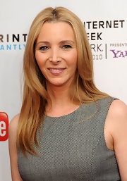 Lisa Kudrow's straight center-parted hairstyle at the Webby Awards was all about simplicity.
