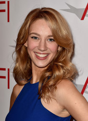 Yael Grobglas wore her hair loose with bouncy curls during the AFI Awards.
