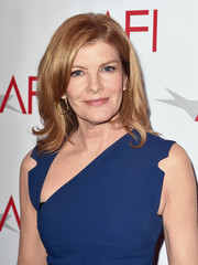 Rene Russo kept it simple with this high-volume side-parted 'do with wavy ends at the AFI Awards.