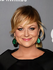 Amy Poehler's green earrings popped against her fair skin and blond locks.