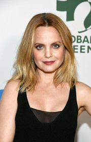 Mena Suvari framed her face with a shoulder-length layered cut for the Global Green pre-Oscars party.