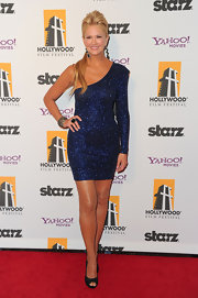 Nancy O'Dell shined on the red carpet in a one-sleeved glittering frock topped off with classic peep-toe pumps.