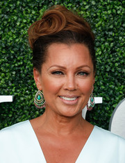 Vanessa Williams was elegantly coiffed with this wavy beehive at the USTA opening night gala.