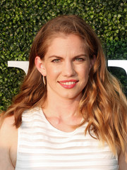 Anna Chlumsky attended the USTA opening night gala wearing her hair down with piecey waves.