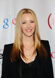 Lisa Kudrow spiced up her simple straight 'do with ombre highlights at the Webby Awards.