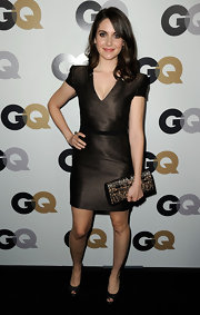 Alison Brie went for simple sophistication with this brown V-neck dress at the GQ Men of the Year party.
