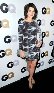 Cobie Smulders complemented her abstract print dress with a sleek silver envelope clutch.