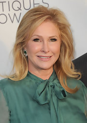 Kathy Hilton looked simply lovely at the Los Angeles Antiques Show with her shoulder-length wavy hairstyle.