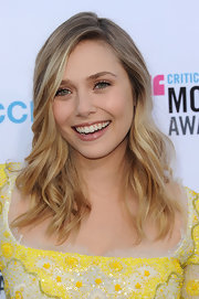 Elizabeth Olsen wore her hair in casual beachy waves at the 17th Annual Critics' Choice Movie Awards.