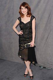Ellie Kemper paired her asymmetrical cocktail dress with black satin d'orsay sandals.