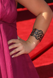 Shawn Johnson wore a charming silver filigree cuff bracelet to the 2009 ESPY Awards.