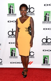 Viola Davis looked chic and sexy at the Hollywood Film Awards in a yellow Escada sheath with black detailing on both sides.