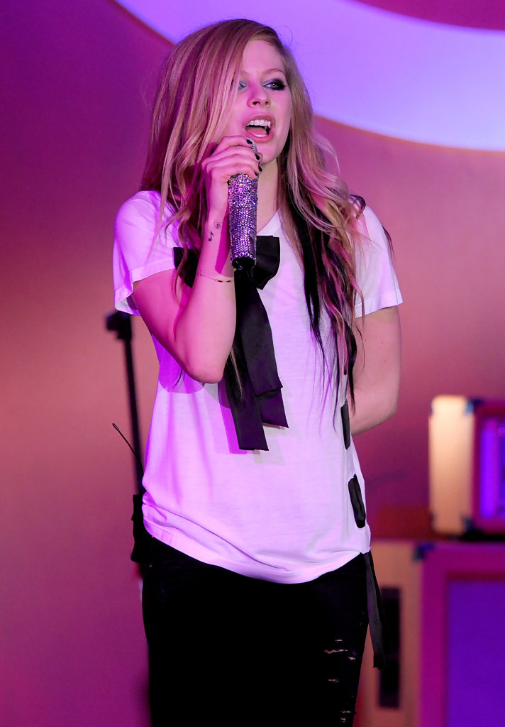 More Pics Of Avril Lavigne T-Shirt (16 Of 29)